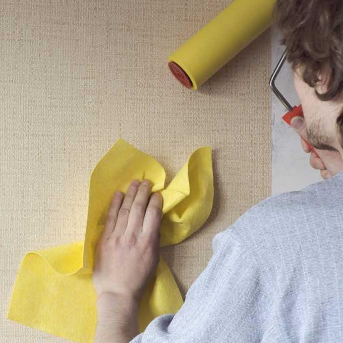 Как клеить флизелиновые обои на бумажной основе на виниловые обои
