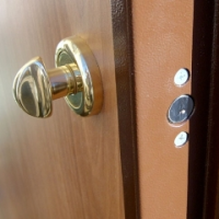 kak-uteplit-zheleznuju-vhodnuju-dver