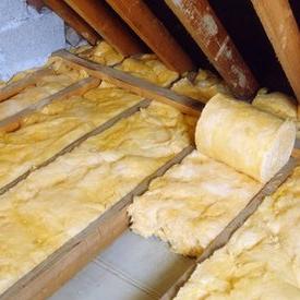 Нежилой и неотапливаемый чердак в частном доме, особенно деревянном, зачастую требует дополнительного утепления...