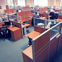 ispolzuem-ofisnye-peregorodki-dlja-zonirovanija-pomeshhenij